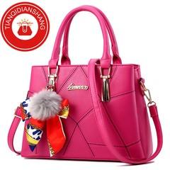 TQDS 2019 new hair ball handbag scarf bag quality bag ladies shoulder Messenger bag pale red ordinary