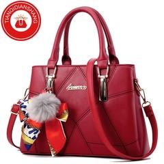 TQDS 2019 new hair ball handbag scarf bag quality bag ladies shoulder Messenger bag red general