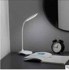 Students read the USB charging desk lamp that shield an eye fold LED lamp