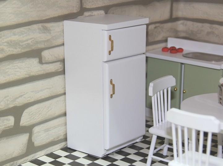 dollhouse miniatures toy furniture 1:12 Wooden White Refrigerator Fridge Freezer Furniture white 2.4 x 2.1 x 5.1 inch / 6 x 5.3 x 13cm
