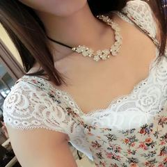 New Women Necklace Daisy Flower Crystal Women Jewellery Rhinestone Clavicle Ladies Accessories gold and light pink one size