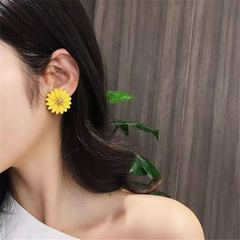 New Fashion Women Jewelry Cute Daisy Earrings Flower Metal Stud Europe Hot Sales Ladies Accessories yellow one size
