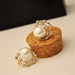 New Stylish Women Earrings Stud Large Pearl Crystal Women Jewellery Fashion Color Ladies Accessories gold and pearl white one size