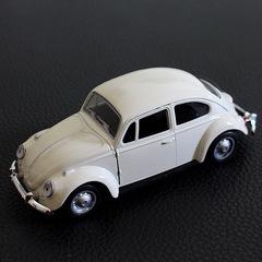 Beetle aloy car model car species division white 1:32