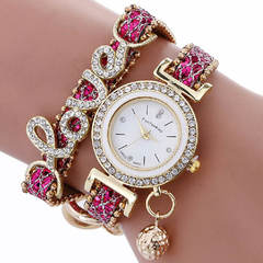 Fashionable women's watch with pendant bracelet and diamond belts quartz wristwatch silvery one size