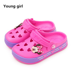 2019 Disney Minnie children's hole shoes summer baby boy Mickey slippers children's beach shoes red 1