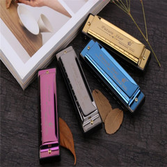 In 2019, the new harmonica is beautiful and fashionable, with a box. Beginners preferred Golden o'ne  si'ze