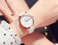 New Fahion Lady's Leather water-poorf watch Luminous with calender watch white one size