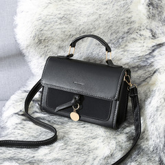Korean version of Baitao one-shoulder inclined bag, simple and fashionable Xiaofang Baoxia in 2019 black thy only