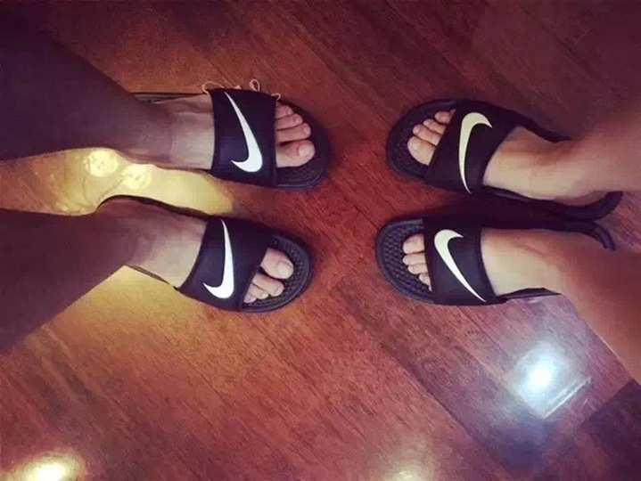 Nike NIKE BENASSI JDI Black And White Sports Slippers Anti-slip Sandals black 35