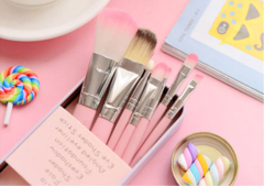 Makeup Brush Genuine Makeup Cute Makeup Brush 7/7 Sets Easy to carry 5-piece set (common package without iron box)