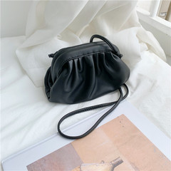 Ins hot summer Korean version temperament brief new pure cloud mini-shoulder straddle bag lady black 20*13*6 cm