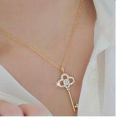 Fashion Necklace short crystal inlaid diamond hollow key clavicle chain female silvery as picture