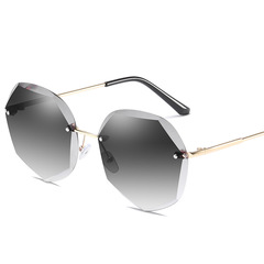 Fashionable polygon Sunglasses with anti-ultraviolet personality glasses Gold frame grey