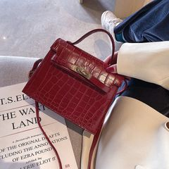 Women's bag 2019 new fashion high-grade foreign-style autumn and winter retro shoulder bag shoulder red