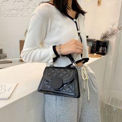 2020 new small fragrance shoulder slung rhombic chain bag Joker fashion niche ladies portable bag black