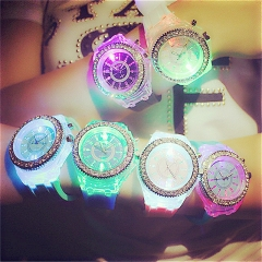 Children 's Watches Fashion LED Light Creative Boys Girls Watches Sports Electronic Students Watch green