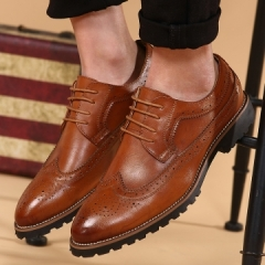 2017 Vintage Leather Men Dress Shoes Business Formal Brogue Pointed Toe Carved Oxfords Wedding Shoes red 42