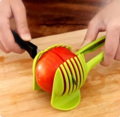 2pcs Plastic Potato Slicer Tomato Cutter Tool Kitchen Shreadders Lemon Cutting Holder Cooking Tools green 2pcs