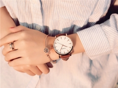 Ulzzang ladies watch and fashion women's simple style watch A black belt in black plate
