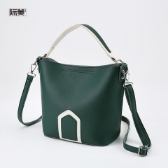 Colour-bumping handbag with oblique shoulder-strap bucket damp bag green 1