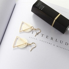 BNW Shell earrings, Korean style jewellry natural shell earrings triangle round simple design10002 gold 2.7g