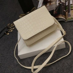 Crocodile Pattern Patent Leather Shoulder Bags Ladies beige one size