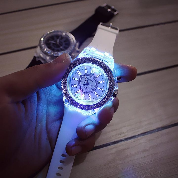Led Flash Luminous Watch Trends Ladies Lovers Jellies Women Men Watches 7 Color Light WristWatch white
