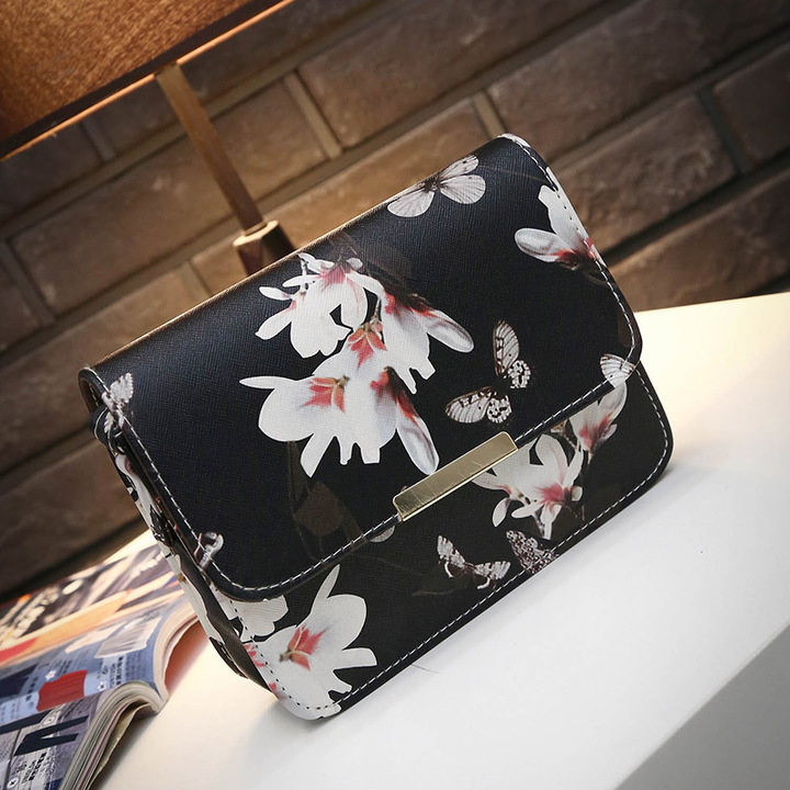 Women Floral leather Shoulder Bag Satchel Handbag Retro Messenger Bag Low-price Crazy Purchase Black 19*15*6CM
