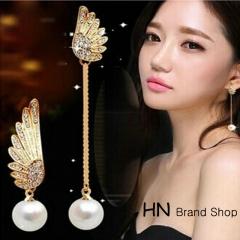 HN Brand-1 pair/Set New Beautiful Hot Angel wings asymmetrical pearlsstud earrings Women Jewellery white 1.1cm*2.8cm