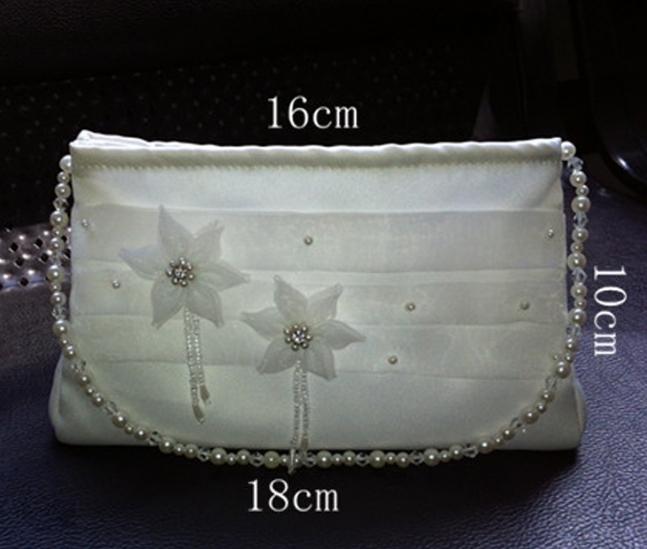 (Buy 1 Get 5 Gift) Valentines gift Women Crystal Handbag Floral Patterned Bag Mini Makeup Bag white normal