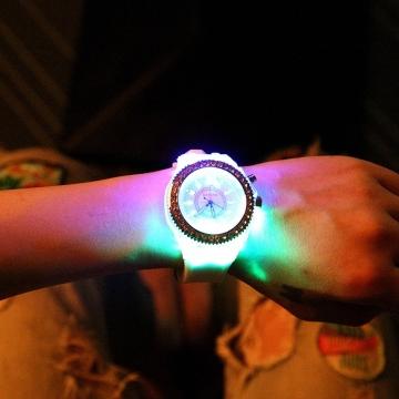Women Men Fashion Lovers Quartz Watch Rhinestone Luminous Unisex Student Couple Watch White